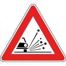 Materiale instabile sulla strada
