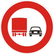 Divieto di sorpasso per i veicoli di massa a pieno carico superiore a 3,5 tonnellate